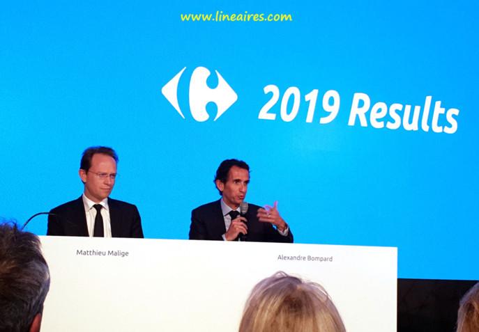 Matthieu Malige (directeur financier) et Alexandre Bompard (PDG), à la présentation des résultats annuels de Carrefour pour l'exercice 2019.