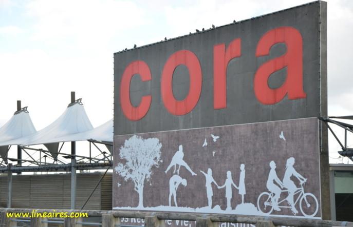 Un hypermarché Cora