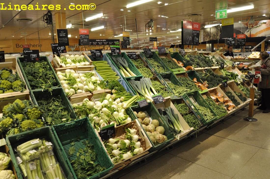 Belle exposition des fruits et légumes