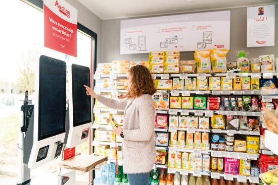 Les clients se servent de leur badge d'entreprise pour régler leurs achats.