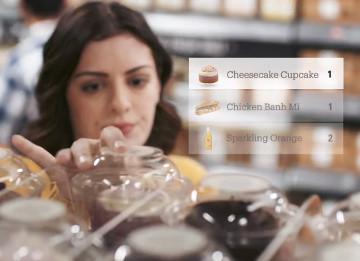 Chez Amazon Go, les articles saisis sont automatiquement ajoutés au panier virtuel