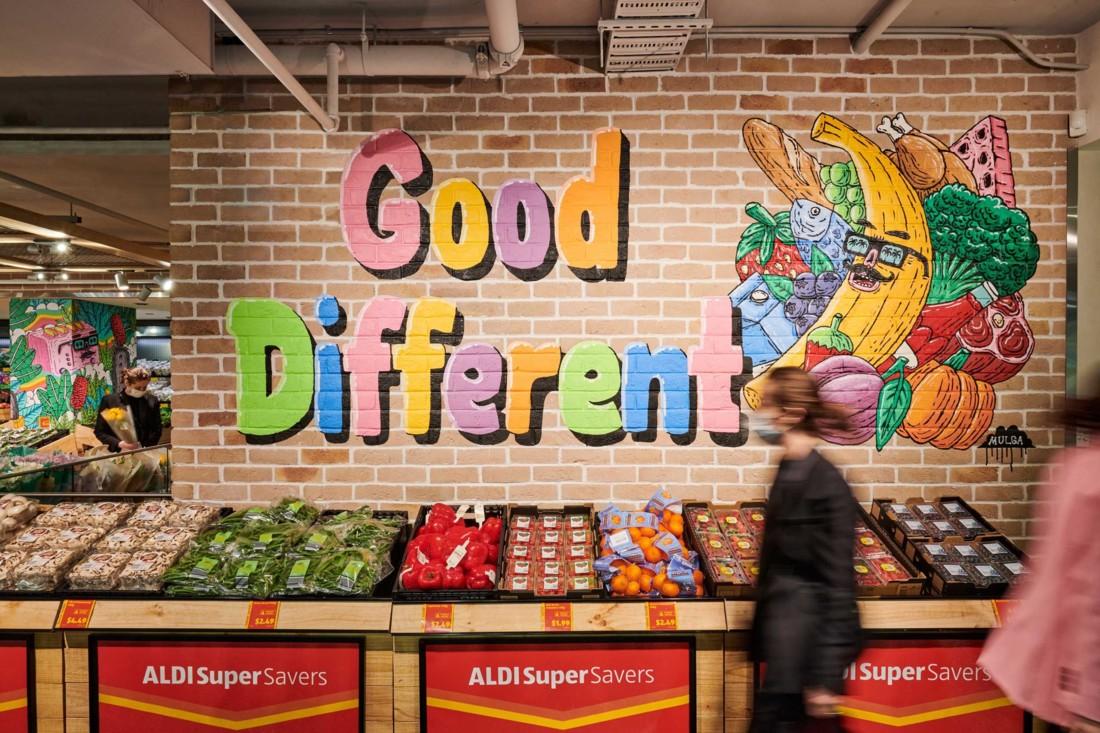 Le design est hyper coloré, débridé. Avec de grandes fresques artistiques sur la façade, aux murs et sur les piliers. Photo : Corporate Pixel / Kyle Ford.