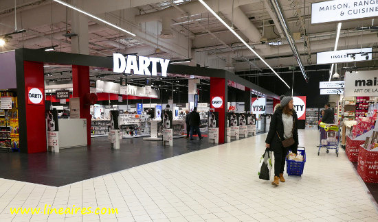 L'espace Darty dans l'hyper Carrefour de La-Ville-du-Bois