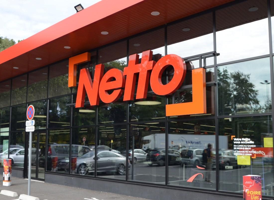 Le Netto au nouveau concept Pop de Prévessin-Moëns dans l'Ain (1 380 m²). Arborant le nouveau logo de l'enseigne, il est nettement plus lumineux grâce à sa façade quasi entièrement vitrée.