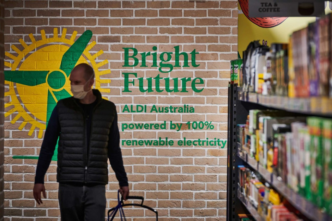 Les engagements RSE de l'enseigne sont largement mis en scène dans le magasin mais de façon ludique. Ici, l'utilisation d'électricité verte. Photo : Corporate Pixel / Kyle Ford.