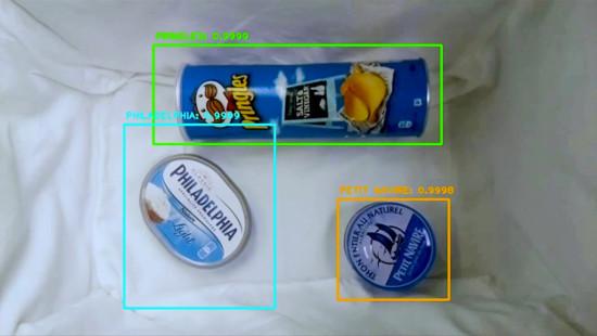 La reconnaissance des produits repose sur une caméra et des capteurs de poids