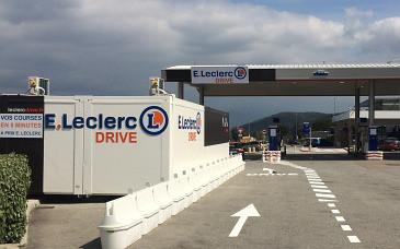 Aire d'autoroute, retrait piéton : les nouveaux drives atypiques de Leclerc et Auchan Direct
