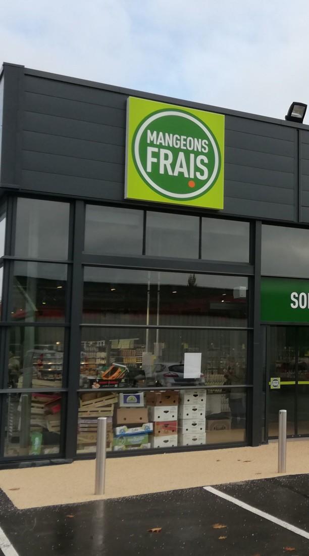 A Redon (35), le Mangeons frais est accolé à une boulangerie Marie Blachère et à un Biocoop. Il s'étend sur 430 m², tout près d'un Intermarché.