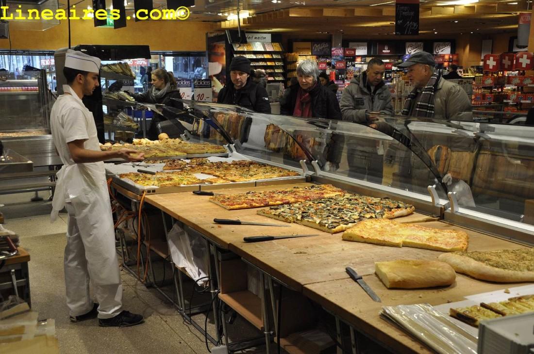Une boulangerie-pizzas coupe